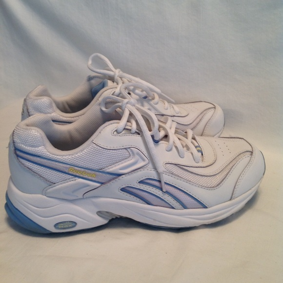 ec9056b6ba82 Reebok Shoes - Women s Reebok leather lace up running shoe used